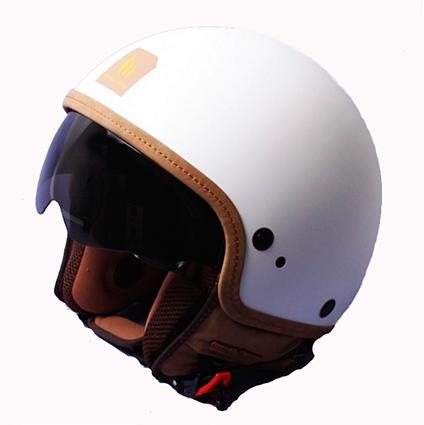 Hjelm med indbygget solbrille i flot mat hvid farve