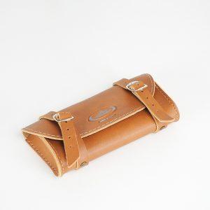 Lille læder taske til lidt værktøj, tændrør mv til din PUCH Maxi