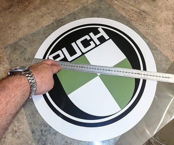 PUCH LOGO Ø46cm på plexiplade